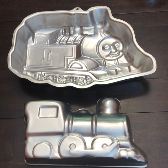 Thomas the Train cake pan plus smaller train pan